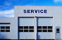 Service bay for an automotive repair shop