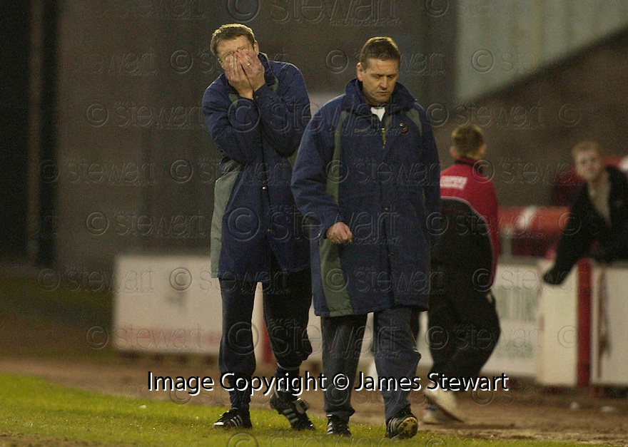 04/02/2006         Copyright Pic: James Stewart.File Name : sct_jspa07_airdrie_v_dundee.DUNDEE MANAGER ALAN KERNIGHAN CAN'T BELIEVE HIS TEAM THREW AWAY THE LEAD....Payments to :.James Stewart Photo Agency 19 Carronlea Drive, Falkirk. FK2 8DN      Vat Reg No. 607 6932 25.Office     : +44 (0)1324 570906     .Mobile   : +44 (0)7721 416997.Fax         : +44 (0)1324 570906.E-mail  :  jim@jspa.co.uk.If you require further information then contact Jim Stewart on any of the numbers above.........