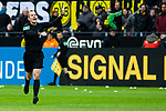 09.02.2019, Signal Iduna Park, Dortmund, GER, 1.FBL, Borussia Dortmund vs TSG 1899 Hoffenheim, DFL REGULATIONS PROHIBIT ANY USE OF PHOTOGRAPHS AS IMAGE SEQUENCES AND/OR QUASI-VIDEO<br /> <br /> im Bild | picture shows:<br /> Schiedsrichter | Referee Marco Fritz nimmt den Treffer von Jadon Sancho (Borussia Dortmund #7) nach Videobeweis zurück,  <br /> <br /> Foto © nordphoto / Rauch