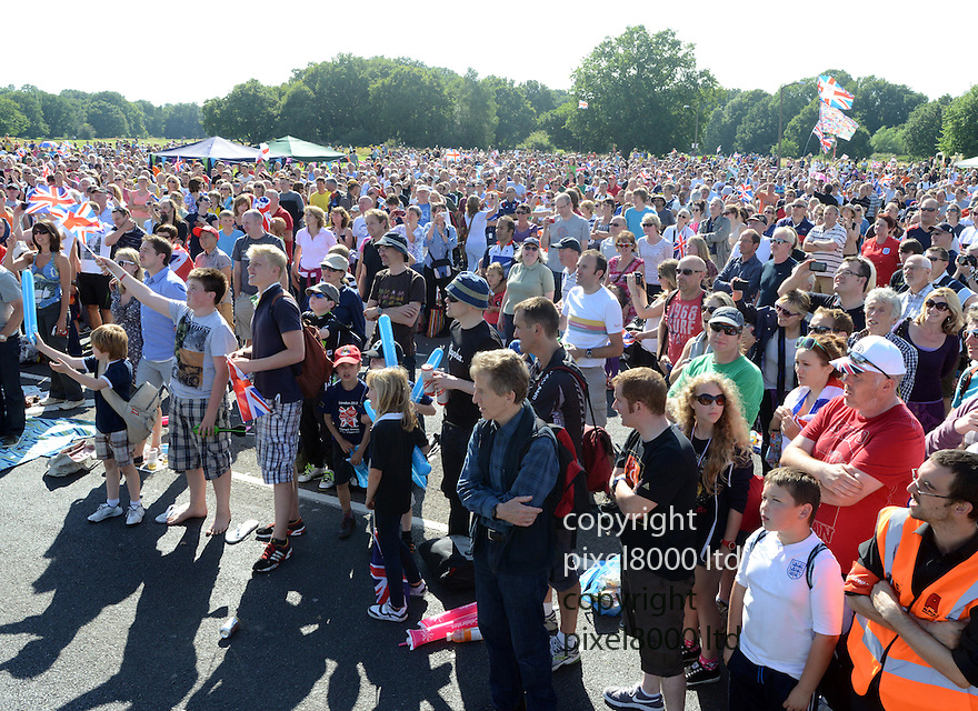 Cycling time trial Mens.Crowds on village green in Esher watch big screen as..Bradley Wiggins goes for gold in time trial today 1.8.12..they cheered the gold medal....Pic by Gavin Rodgers/Pixel 8000 Ltd