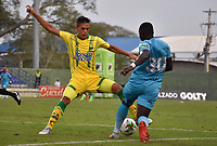 MONTERÍA - COLOMBIA ,28-04-2019: Stiven Renteria (Der.) jugador de Jaguares de Córdoba disputa el balón con Juan Jimenez (Izq.) jugador del Atlético Bucaramanga durante partido por la fecha 18 de la Liga Águila I 2019 jugado en el estadio Municipal Jaraguay de Montería . / Stiven Renteria (R) player of Jaguares of Cordoba fights for the ball with Juan Jimenez (L) player of Atletico Bucaramanga during the match for the date 18 of the Liga Aguila I 2019 played at Municipal Jaraguay Satdium in Monteria City . Photo: VizzorImage / Andrés Felipe López  / Contribuidor.