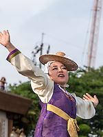 Folklore im Yongdusan Park, Busan, Gyeongsangnam-do, Südkorea, Asien<br /> folklore in Yongdusan park, Busan,  province Gyeongsangnam-do, South Korea, Asia