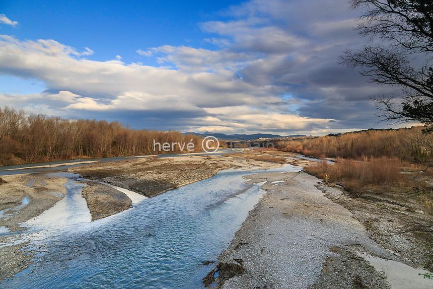 France, Vaucluse (84), Buisson, la rivière Aygues ou Eygues ou Aigue en hiver