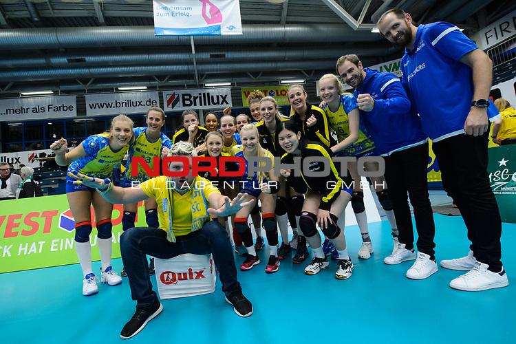 24.11.2018, Halle Berg Fidel, Muenster<br />Volleyball, DVV-Pokal Frauen, Viertelfinale, USC MŸnster / Muenster vs. SSC Palmberg Schwerin<br /><br />Jubel Schwerin nach Sieg<br /><br />  Foto &copy; nordphoto / Kurth