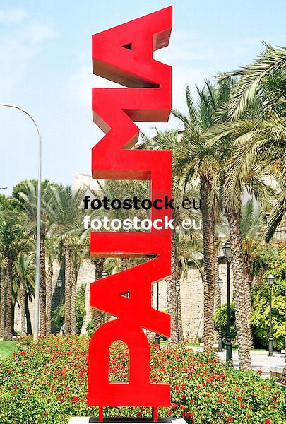 sculpture &quot;Palma&quot; (steel, 350 x 70 x 70 cm, 1999) by Josep Llambias Rossell&oacute; (Alar&oacute; 1954), Paseo de Sagrera<br /> <br /> escultura &quot;Palma&quot; (hierro, 350 x 70 x 70 cm, 1999) de Josep Llambias Rossell&oacute; (Alar&oacute; 1954), Paseo de Sagrera<br /> <br /> Skulptur &quot;Pama&quot; (Stahl, 350 x 70 x 70 cm, 1999) von Josep Llambias Rossell&oacute; (Alar&oacute; 1954), Paseo de Sagrera<br /> <br /> Original: 35 mm
