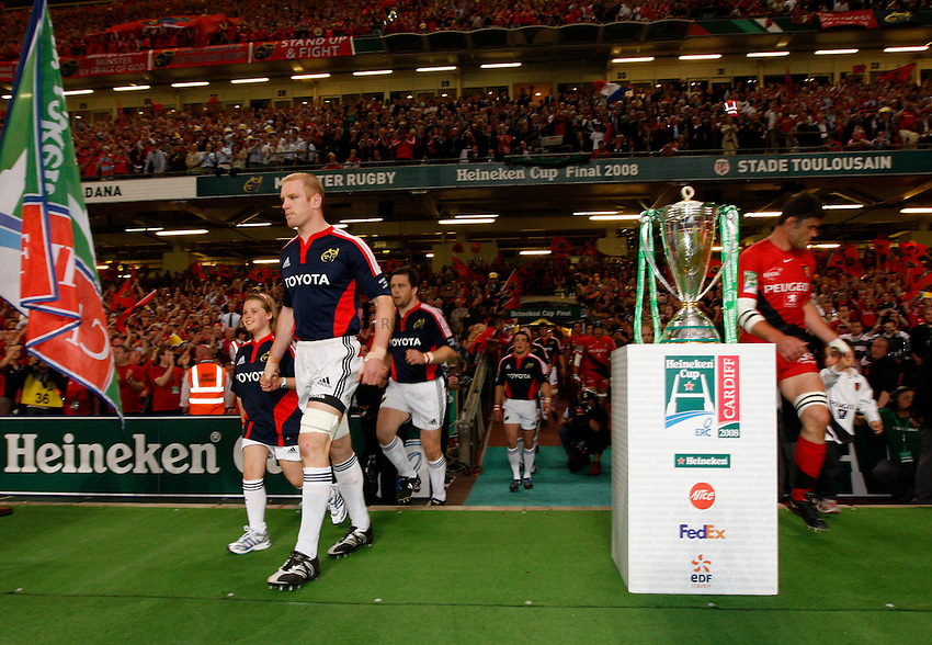 Photo: Richard Lane/Richard Lane Photography. .Munster v Toulouse. Heineken Cup Final. 24/05/2008. .Munster captain, Paul O'Connell leads his team out.