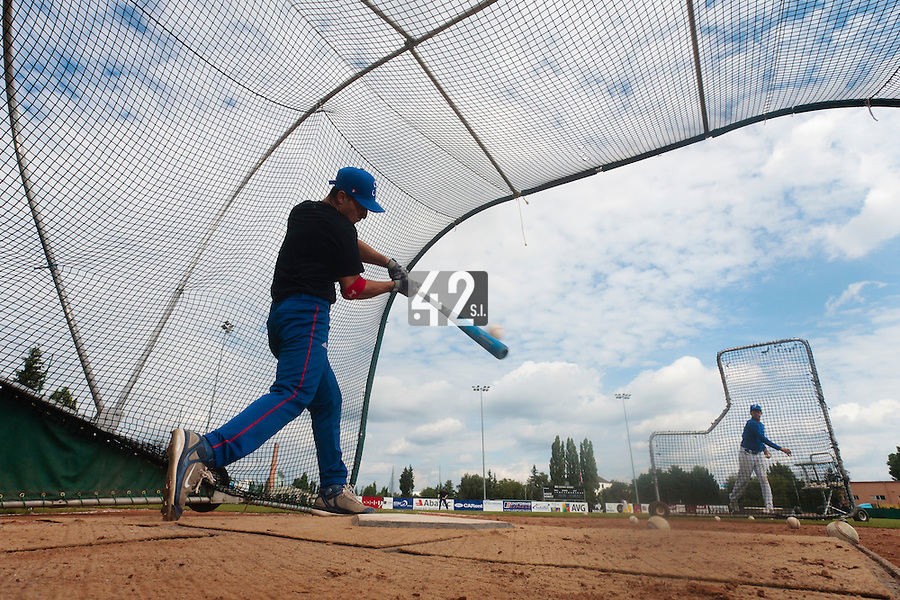 19 August 2010: Matt Lapinski of Team France is seen at bat prior to France 7-6 win over Slovakia, at the 2010 European Championship, under 21, in Brno, Czech Republic.