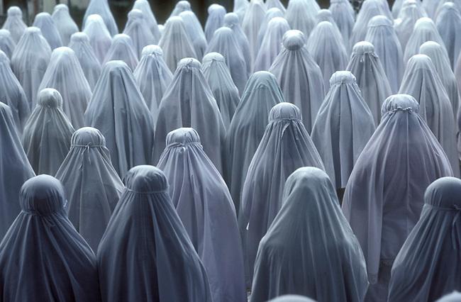 Prayers at Indonesian girls school