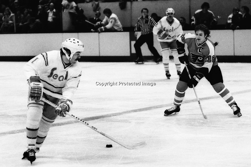 Seals vs Philadelphia Flyers: Dennis Maruk and the Flyers Bobby Clarke. (1975 Photo by Ron Riesterer)