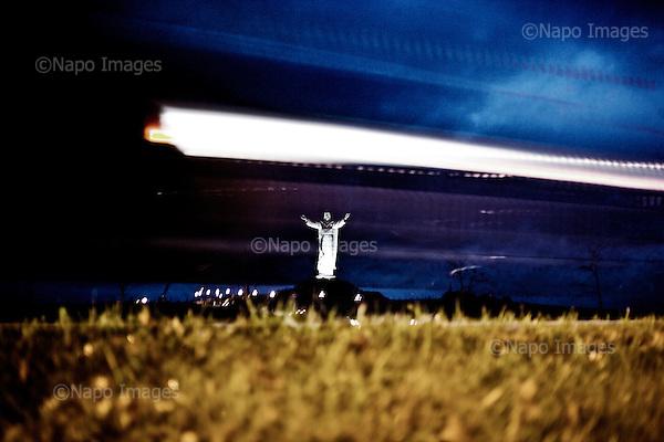 !!!!!!UWAGA RESTRYKCJE!!!!!!!!!!!!!..Swiebodzin 06.11.2010 Poland.A giant statue of Jesus Christ is seen in Swiebodzin, 110 km (68 miles) west of Poznan, western Poland. A statue of Jesus Christ that its builders say will be the largest in the world is rising from a Polish cabbage field and local officials hope it will become a beacon for tourists..Photo: Adam Lach / Newsweek Polska / Napo Images..Najwiekszy na swiecie posag Jezusa Chrystusa. Ufundowal go lokalny ksiadz w Swiebodzinie, Sylwester Zawadzki..Fot: Adam Lach / Newsweek Polska / Napo Images..!!!!!!UWAGA RESTRYKCJE!!!!!!!!!!!!!.***Poland Only***Cennik Forum +50%***Zdjecie do internetu minimu 100zl***