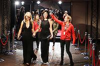 UTRECHT, 24 september 2014<br /> Nederlands Film Festival<br /> Openingsavond<br /> Rode loper met Halina Reijn en Chantal Janzen<br /> Foto Ramon Mangold
