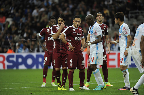 16.10.2016. Marseille, France. French league 1 football. Olympique Marseille versus Metz.  Erding (Metz) and team mates await the corner kick
