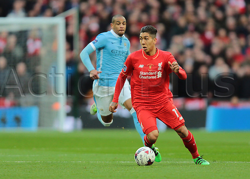28.02.2016. Wembley Stadium, London, England. Capital One Cup Final. Manchester City versus Liverpool. Liverpool Midfielder Roberto Firmino on the ball