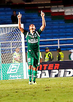 CALI - COLOMBIA-04-12-2013: Carlos Lizarazo jugador del Deportivo Cali celebra el gol anotado durante partido en el estadio pascual Guerrero de la ciudad de Cali. Deportivo Cali y Millonarios durante partido por la quinta fecha de los cuadrangulares semifinales de la de la Liga Postobon II. / carlos Lizarazo player of Deportivo Cali celebrates a goal scored during the game at Pascual Guerrero Stadium in Cali city. Deportivo Cali and Millonarios during the fifth round match of the semifinals of the Postobon League II. Photo: VizzorImage / Juan C. Quintero / Str).
