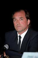 Conference de presse d' AIR TRANSAT  avec le commandant de l'avion, Robert Piché, le 28 aout 2001, a Mirabel <br /> <br /> PHOTO :  Agence Quebec Presse