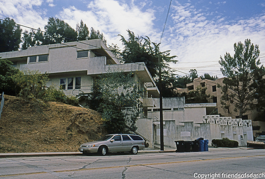 Rudolph Schindler: Bubeshko Apartments. Note hillside. It's remarkable that no one has built on foreground property. Photo '91.
