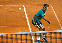 Lo svizzero Roger Federer in azione durante la semifinale contro il connazionale Stan Wawrinka agli Internazionali d'Italia di tennis a Roma, 16 maggio 2015. <br /> Switzerland's Roger Federer in action during the semifinal match against his compatriot Stan Wawrinka at the Italian Open tennis tournament in Rome, 15 May 2015.<br /> UPDATE IMAGES PRESS/Riccardo De Luca