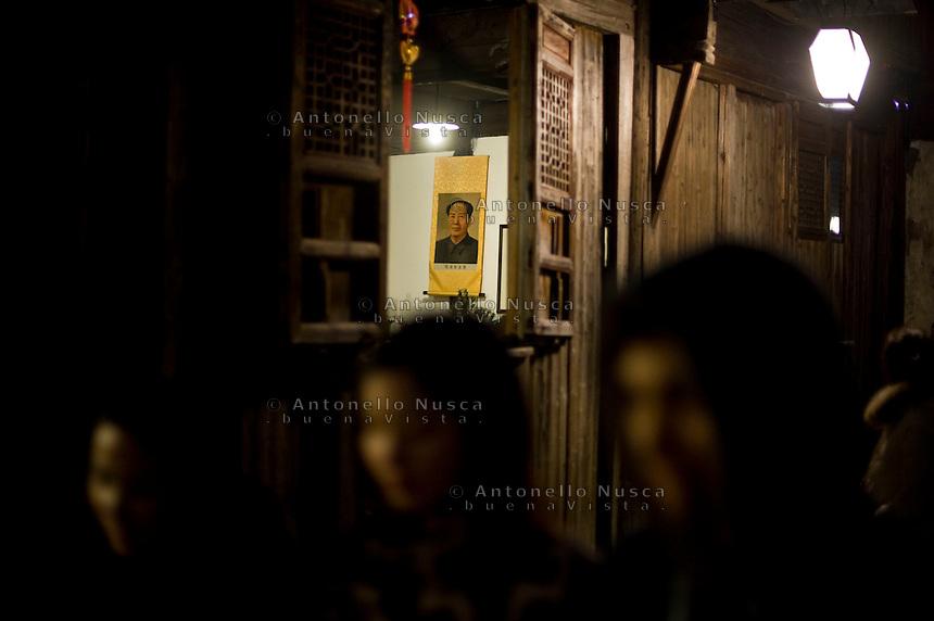 Wuzen, Cina, 8 Marzo, 2015. Un ritratto di Mao in una casa della antica citt&agrave; di Wuzen.<br /> A portrait of Mao inside a house of Wuzen, China