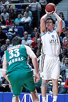 Real Madrid's Carlos Suarez (r) and Zalgiris Kaunas' Ksistof Lavrinovic during Euroleague 2012/2013 match.January 11,2013. (ALTERPHOTOS/Acero) /NortePhoto