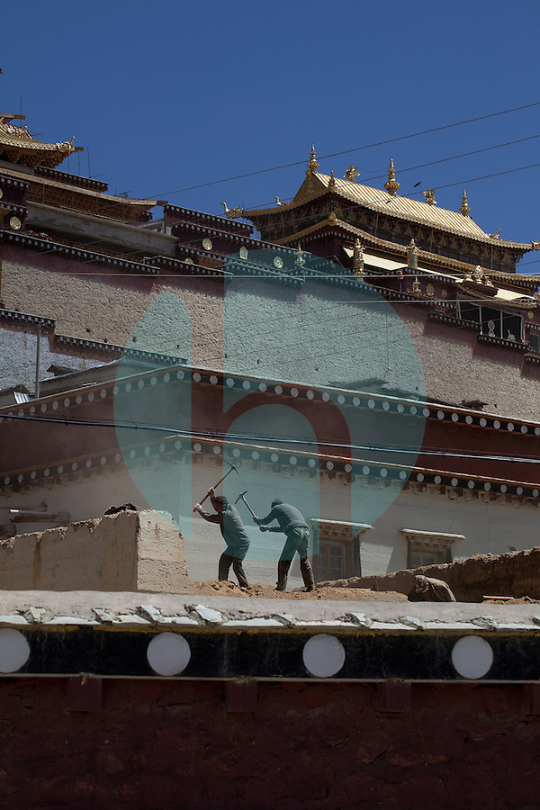 April 30th 2011_Shangri-La, Yunnan, China_ Workers help to refurbish the Songzalin Monastery near the town of Zhongdian (or Shangri-La) in the Tibetan area of northern Yunnan province, China.  Being the largest Tibetan Buddhist monastery in Yunnan, Songzanlin Monastery, also known as Guihua Monastery, is one of the famous monasteries in the Kang region. The monastery is located near Shangri -La County, at the foot of Foping Mountain.  Photographer: Daniel J. Groshong/The Hummingfish Foundation