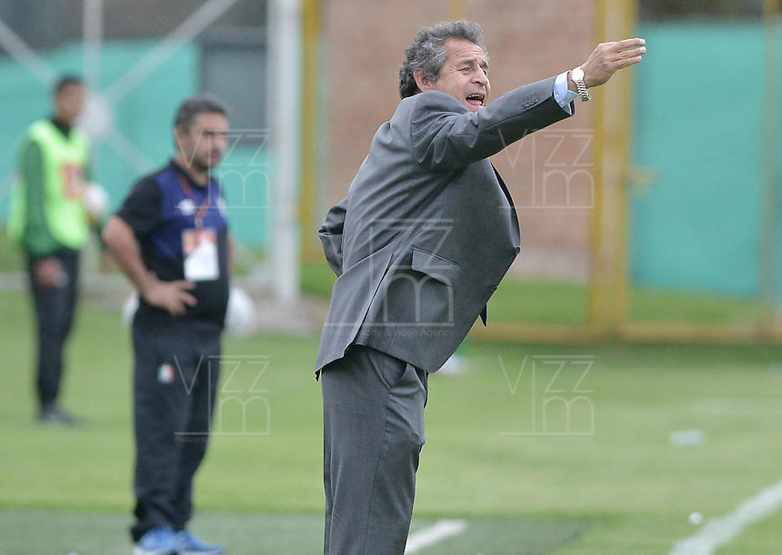 BOGOTÁ -COLOMBIA, 30-04-2016. Arturo Boyaca técnico de La Equidad gesticula durante partido con Once Caldas por la fecha 16 de la Liga Águila I 2016 jugado en el estadio Metropolitano de Techo de la ciudad de Bogotá./ Arturo Boyaca coach of La Equidad gestures during match against Once Caldas for the date 16 of the Aguila League I 2016 played at Metropolitano de Techo stadium in Bogotá city. Photo: VizzorImage/ Gabriel Aponte / Staff