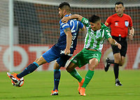 MEDELLÍN- COLOMBIA, 28-08-2018.Jorman Campuzano (Der.) jugador del Atlético Nacional de Colombia disputa el balón con Leandro Diaz (Izq.) jugador del Atlético Tucumán de Argentina durante partido por los octavos de final vuelta , llave E de la Copa Conmebol Libertadores  2018 jugado en el estadio Atanasio Girardot de la ciudad de Medellín. /Jorman Campuzano  (R) player of Atletico Nacional of Colombia fights for the ball with Leandro Diaz (L) player of Atletico Tucuman of Argentina   during the match for the Conmebol Libertadores Cup  2018 played at Atanasio Girardot Stadium in Medellin  city. Photo: VizzorImage / Leon Monsalve/ Contribuidor