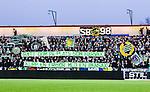 S&ouml;dert&auml;lje 2014-04-07 Fotboll Superettan Assyriska FF - Hammarby IF :  <br /> Hammarby supportrar rmed banderoller med texten &quot;S&auml;tt dom p&aring; plats som h&aring;rvax - klipp en fris&ouml;r med bensax&quot;<br /> (Foto: Kenta J&ouml;nsson) Nyckelord:  Assyriska AFF S&ouml;dert&auml;lje Hammarby HIF Bajen supporter fans publik supporters