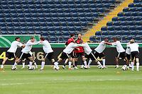 Nationalmannschaft beim Aufwaermtraining<br /> WM-Team des DFB trainiert in der Commerzbank Arena *** Local Caption *** Foto ist honorarpflichtig! zzgl. gesetzl. MwSt. Auf Anfrage in hoeherer Qualitaet/Aufloesung. Belegexemplar an: Marc Schueler, Alte Weinstrasse 1, 61352 Bad Homburg, Tel. +49 (0) 151 11 65 49 88, www.gameday-mediaservices.de. Email: marc.schueler@gameday-mediaservices.de, Bankverbindung: Volksbank Bergstrasse, Kto.: 151297, BLZ: 50960101