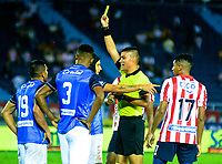 BARRANQUILLA-COLOMBIA, 16-02-2020: David Rodr'guez, ‡rbitro muestra tarjeta amarilla a Andrés Correa de Once Caldas, durante partido entre AtlŽtico Junior y Once Caldas, de la fecha 5 por la Liga BetPlay DIMAYOR I 2020, jugado en el estadio Metropolitano Roberto MelŽndez de la ciudad de Barranquilla. / David Rodriguez, referee shows yellow card to Andres Correa of Once Caldas, during a match between Atletico Junior and Once Caldas of the 5th date for the BetPlay DIMAYOR I Leguaje 2020 played at the Metropolitano Roberto Melendez Stadium in Barranquilla city. / Photo: VizzorImage / Alfonso Cervantes / Cont.