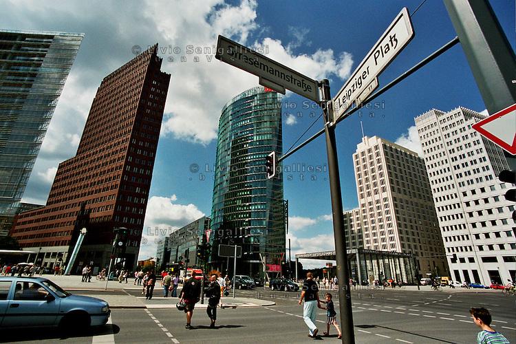 BERLINO / GERMANIA - 2004.Potsdamer Platz..FOTO LIVIO SENIGALLIESI..BERLIN / GERMANY - 2004.Potsdamer Platz..PHOTO BY LIVIO SENIGALLIESI