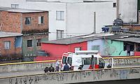 SÃO PAULO, SP, 14 DE MARÇO DE 2013. BLITZ - Policias armados fazem blitz no viaduto sentido Favela do Heliópolis, o foco da blitz sao os motoqueiros,na tarde desta quinta-feira, 14.FOTO :MICHELLE SPREA/ BRAZIL PHOTO PRESS