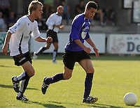 SC Oostrozebeke - FC Helkijn.Mathias Catteau aan de bal voor Ward Vermeersch (links).foto VDB / BART VANDENBROUCKE