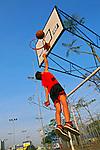Jogo de basquete no Parque da Juventude. Sao Paulo. 2014. Foto de Marcia Minillo.