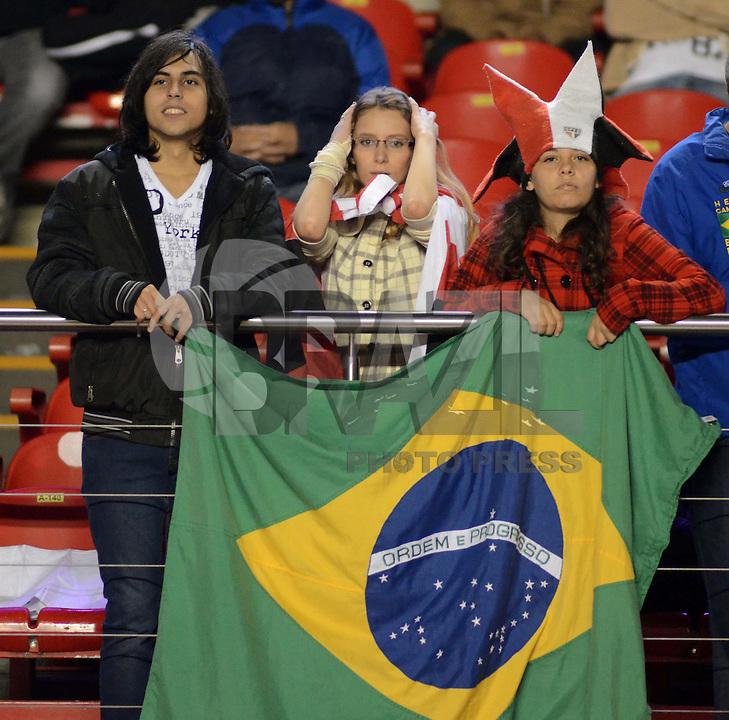 SAO PAULO SP, 03 Julho 2013 - Sao Paulo  X Corinthians.   torcidadurante primeira partida da final da recopa sulamericana  de 2013  no Estadio do Morumbi em  Sao Paulo, nesta quarta , 03. (FOTO: ALAN MORICI / BRAZIL PHOTO PRESS).