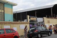 SAO PAULO, SP - 13.11.2015 - PROTESTO-SP - Movimenta&ccedil;&atilde;o em frente &agrave; Escola Estadual Dona Ana Rosa de Ara&uacute;jo, localizada na Rua &Eacute;den, Zona Oeste de S&atilde;o Paulo (SP), nesta sexta-feira (13). Estudantes ocupam o local em protesto contra a reorganiza&ccedil;&atilde;o do ensino estadual, que prev&ecirc; fechamento de escolas.<br /> (Foto: Fabricio Bomjardim / Brazil Photo Press)