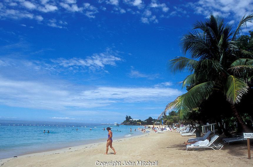 Swimmers and sunbathers, West Bay Beach on the Island of Roatan, Bay Islands, Honduras