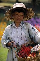 """Asie/Thaïlande/Env de Chiang Mai : Réception à la """"Mae Sa Valley Resort"""" - Cueillette des fleurs pour la table et les colliers des invités"""