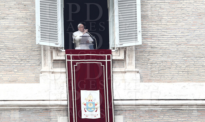Papa Francesco recita l'Angelus domenicale affacciato su piazza San Pietro dalla finestra del suo studio. Citta' del Vaticano, 13 gennaio, 2019.<br /> Pope Francis recites the Sunday Angelus noon prayer from the window of his studio overlooking St. Peter's Square, at the Vatican, on 13 january, 2019.<br /> UPDATE IMAGES PRESS/IsabellaBonotto<br /> <br /> STRICTLY ONLY FOR EDITORIAL USE