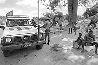 - Mozambique 1993, column of humanitarian aid of the World Food Program on the road towards the village of Inhaminga, Sofala province, occupied by anti-government rebels of Renamo<br /> <br /> - Mozambico 1993, colonna di aiuti umanitari del World Food Program in viaggio verso il villaggio di Inhaminga, provincia di Sofala, occupato dai ribelli antigovernativi della Renamo