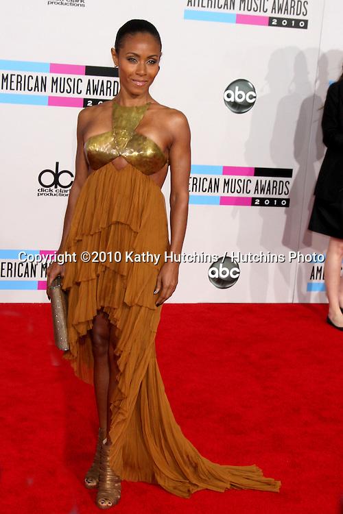 LOS ANGELES - NOV 21:  Jada Pinkett Smith arrives at the 2010 American Music Awards at Nokia Theater on November 21, 2010 in Los Angeles, CA