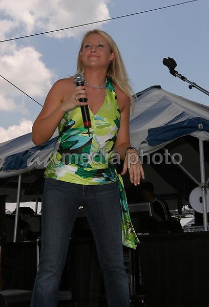 June 12th, 2004:  Nashville, TN, USA: CMA Music Festival Convention RiverFront Stages Day 3.  Lila McCann Performs.  Mandatory Photo Credit:  Ferguson/Admedia (c) Kevin Ferguson/2004