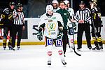 Stockholm 2014-01-18 Ishockey SHL AIK - F&auml;rjestads BK :  <br /> F&auml;rjestads Tomas Hyka har skadat sig under den f&ouml;rsta halvleken och &aring;ker ut mot avbytarb&aring;set<br /> (Foto: Kenta J&ouml;nsson) Nyckelord:  skada skadan ont sm&auml;rta injury pain