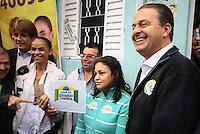 Osasco,SP - 28.07.2014 - INAUGURA&Ccedil;&Atilde;O COMIT&Ecirc; CASA DE EDUARDO E MARINA EM OSASCO EDUARDO CAMPOS E MARINA SILVA -  Foi inaugurada nesta manh&atilde; de segunda feira(28) o comit&ecirc; intitulado casa de Eduardo e Marina do candidato a presidente Eduardo Campos com presen&ccedil;a de sua vice Marina Silva em uma comunidade carente Jd. Alian&ccedil;a em Osasco.<br />na foto de camisa azul a dona da Casa do Maria e seu esposo sr. Edvaldo de camisa xadrez- (Foto: Aloisio Mauricio / Brazil Photo Press)