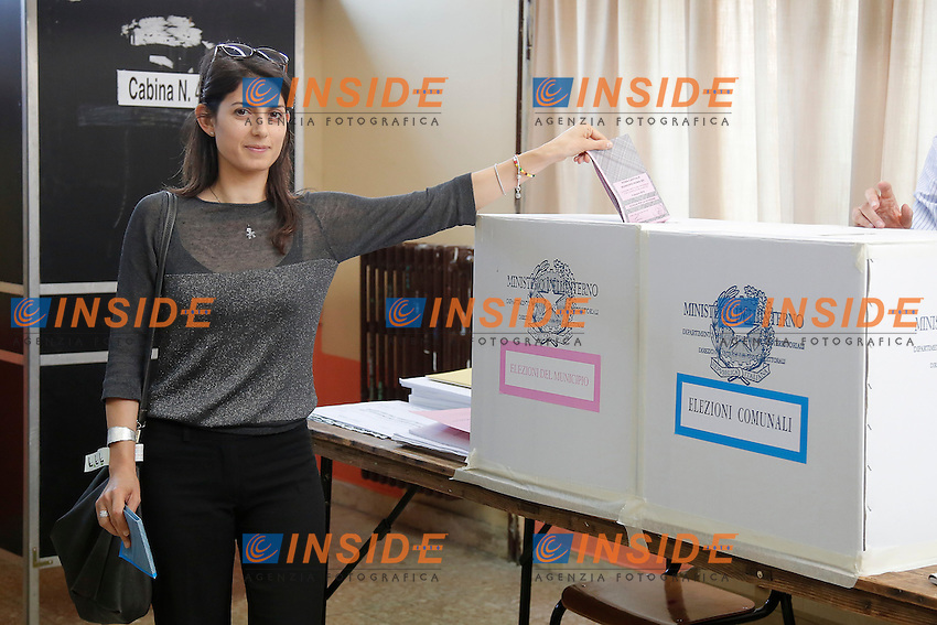 Virginia Raggi<br /> Roma 06-06-2016 La Candidata sindaco di Roma alle elezioni Comunali per il Movimento 5 Stelle al voto.<br /> Rome 6th June 2016. The candidate Mayor of Rome for Movement 5 Stars Party voting.<br /> Photo Samantha Zucchi Insidefoto