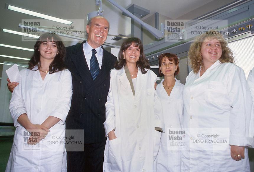 - Umberto Veronesi, direttore sanitario dell'Istituto Oncologico Europeo di Milano