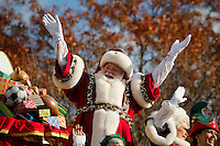 Santa Claus greets to the resellers during the 89th Macy's Thanksgiving Annual Day Parade in the Manhattan borough of New York.  11/26/2015. Eduardo MunozAlvarez/VIEWpress