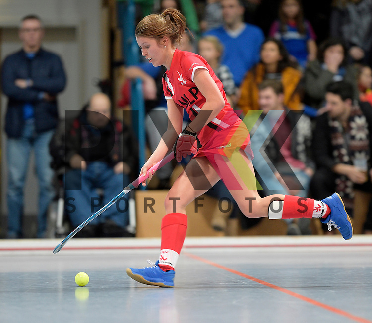 GER - Mannheim, Germany, December 05: During the 1. Bundesliga Sued Damen indoor hockey match between Mannheimer HC (white) and TSV Mannheim (red) on December 5, 2015 at Irma-Roechling-Halle in Mannheim, Germany. Final score 7-1 (HT 5-0).  Antje Rink #19 of TSV Mannheim<br /> <br /> Foto &copy; PIX-Sportfotos *** Foto ist honorarpflichtig! *** Auf Anfrage in hoeherer Qualitaet/Aufloesung. Belegexemplar erbeten. Veroeffentlichung ausschliesslich fuer journalistisch-publizistische Zwecke. For editorial use only.