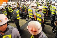 SAO PAULO, SP, 05.11.2013 - Marcha dos Mascarados na Av Paulista teve 3 presos apos manifestantes soltarem um rojão na Av Paulista com Av Brigadeiro Luis Antonio regiao central de São Paulo. Foto:  Adriano Lima / Brazil Photo Press)