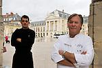 """20081001 - France - Bourgogne - Dijon<br /> JEAN-PIERRE BILLOUX ET SON FILS ALEXIS (LA RELEVE) A LA TETE DU RESTAURANT """"LE PRE AUX CLERCS"""", PLACE DE LA LIBERATION A DIJON.<br /> Ref : BILLOUX_002.jpg - © Philippe Noisette."""