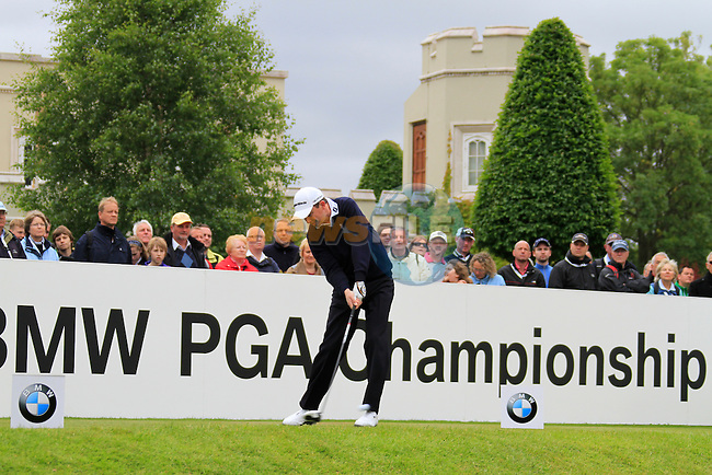 Peter Lawrie (IRL) tees off on the 1st tee to start his round on Day 2 of the BMW PGA Championship Championship at, Wentworth Club, Surrey, England, 27th May 2011. (Photo Eoin Clarke/Golffile 2011)